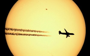 Airliner_crosses_the_SUN