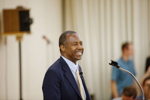 Ben_Carson_in_New_Hampshire_on_August_13th,_2015_1_by_Michael_Vadon_19