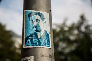 Snowden_ASYL_(15186216900)