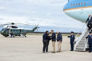 chris christie 800px-President_Barack_Obama_Tours_Storm_Damage_in_New_Jersey_2
