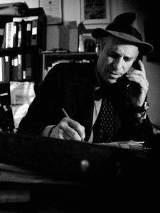 Last of his kind, investigative journalist Greg Palast, Source, CC-BY, Zdroberts